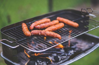 Grilling-sausages7